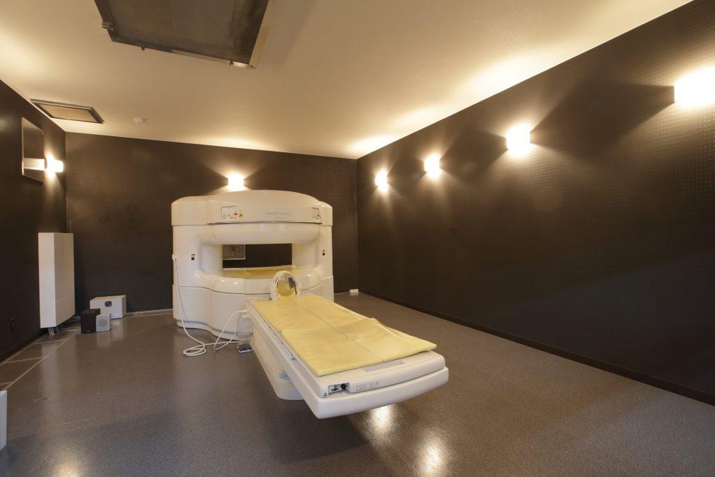 開放型MRI(磁気共鳴コンピュータ断層撮影装置)